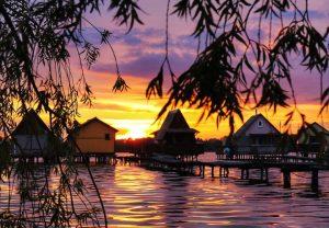 Tengerpart naplementében